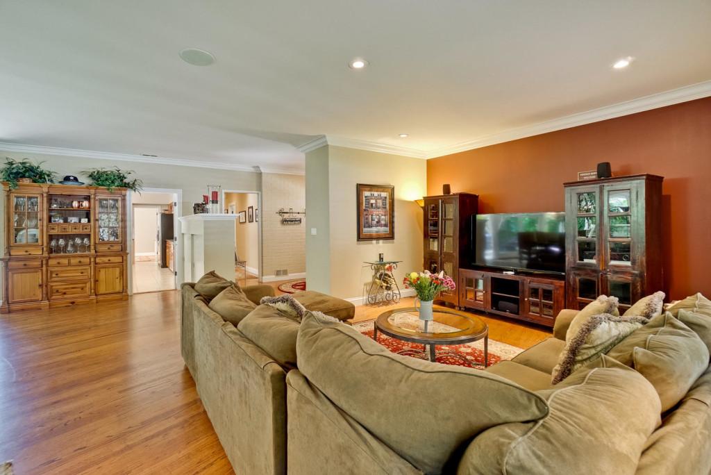 3 Hyde StreeT Redwood City CA-large-015-28-Living Room-1498x1000-72dpi